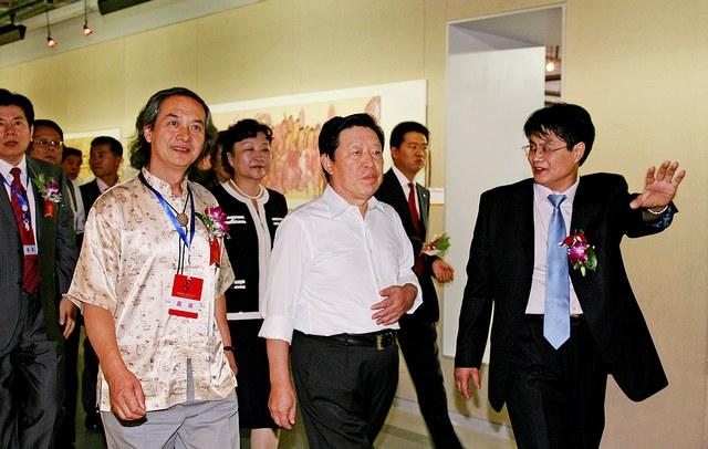 黄明大师陪同全国文联主席孙家正参观展览