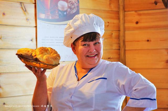 伏尔加庄园里的大妈和大叔,巧手制作俄罗斯风味食品