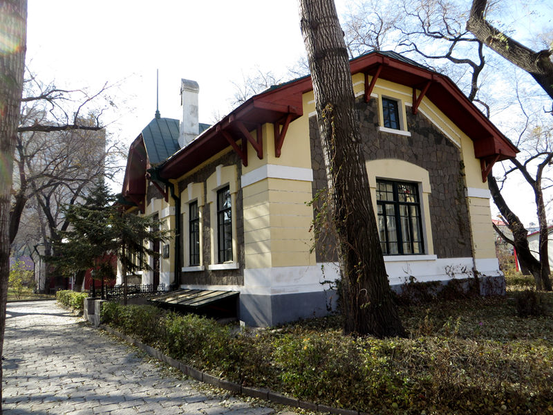 """现哈尔滨的""""黄房子"""""""