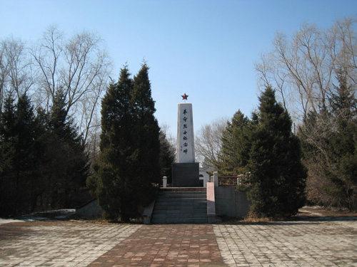 现呼兰烈士陵园烈士纪念碑(笔者拍摄)