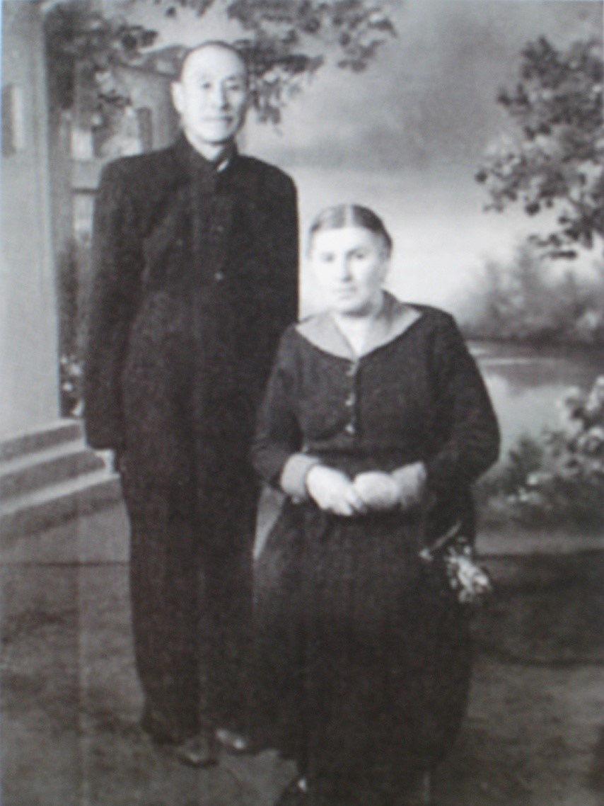 嘎丽娅的父母