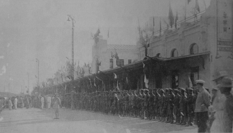1909年10月26日哈尔滨站欢迎伊藤博文的仪仗队